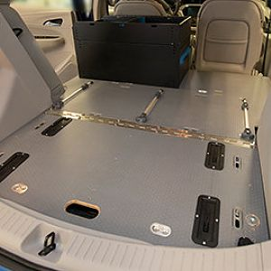 2018-gmfleet-chevy-bolt-cargo-interior-435x270